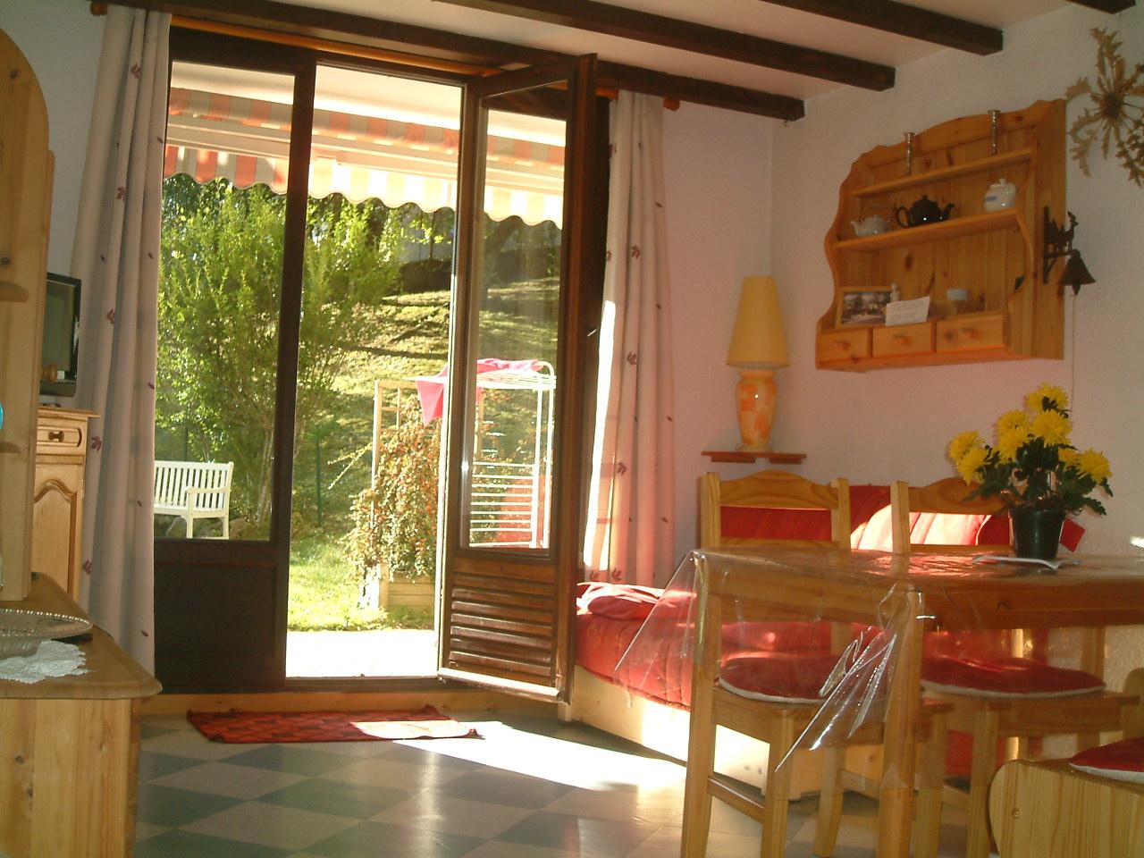 appartement F2 avec terrasse et petit jardin